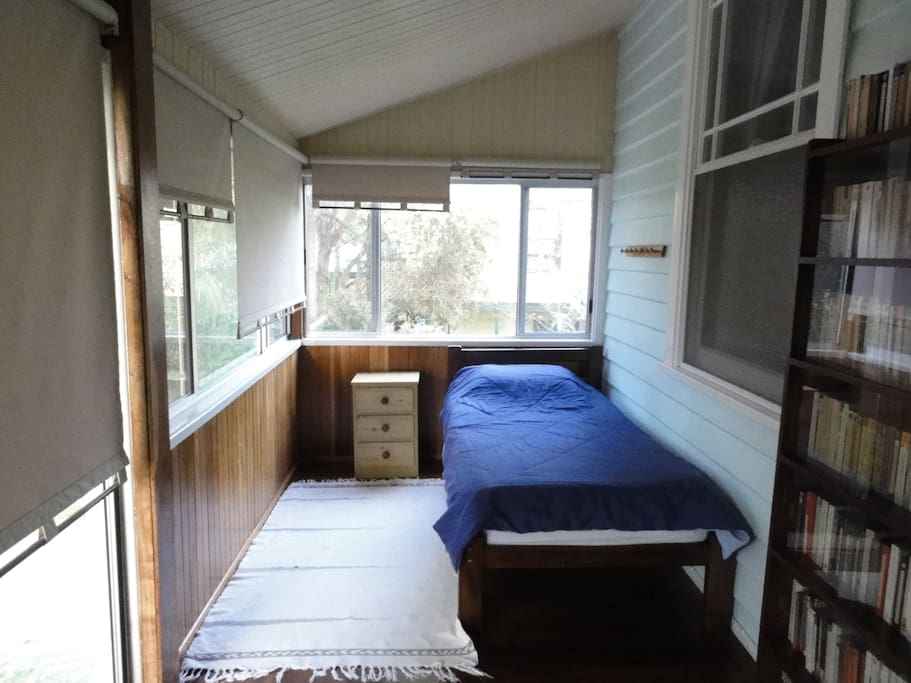 Accommodation, bedroom - Natural detox and living food retreat with Denene McArthur. Healthy food & clean eating - raw food recipes, juice cleanse, fermented foods, colonic irrigation, infrared sauna. Following the principles of Ann Wigmore. Bellingen near Coffs Harbour, Mid North Coast NSW.